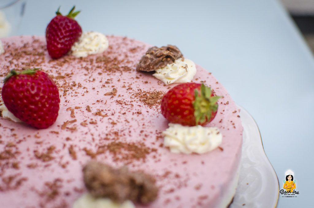Ein frühlingsleichtes Dessert mit Erdbeeren, Schokolade und Vanille