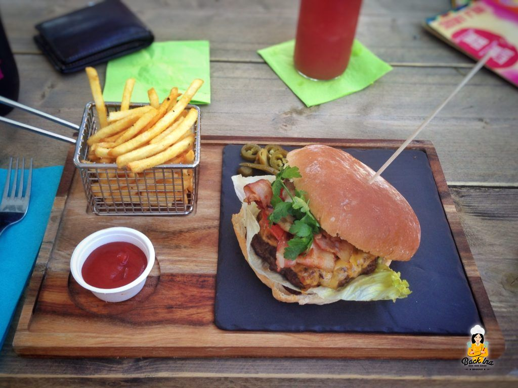 Burger mit Bacon und Double Cheese im Enchilada Bayreuth