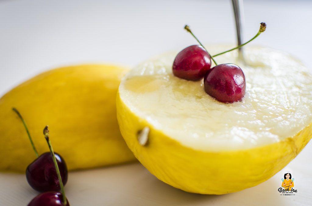Sommer Dessert: Melonen Sorbet in der Melone serviert