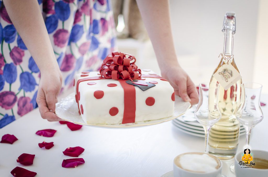 Geschenk-Torte aus Fondant