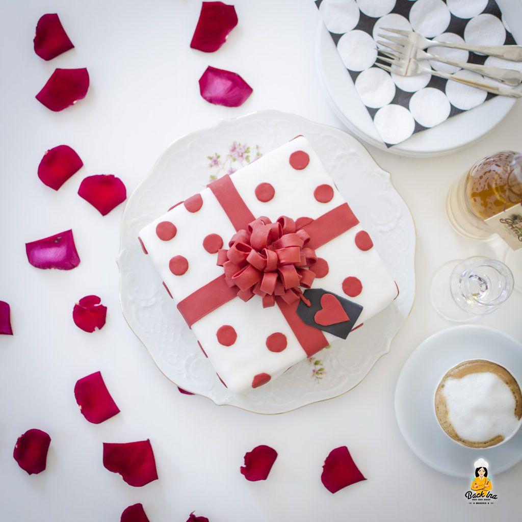 Aprikosen-Torte mit Fondant Schleife