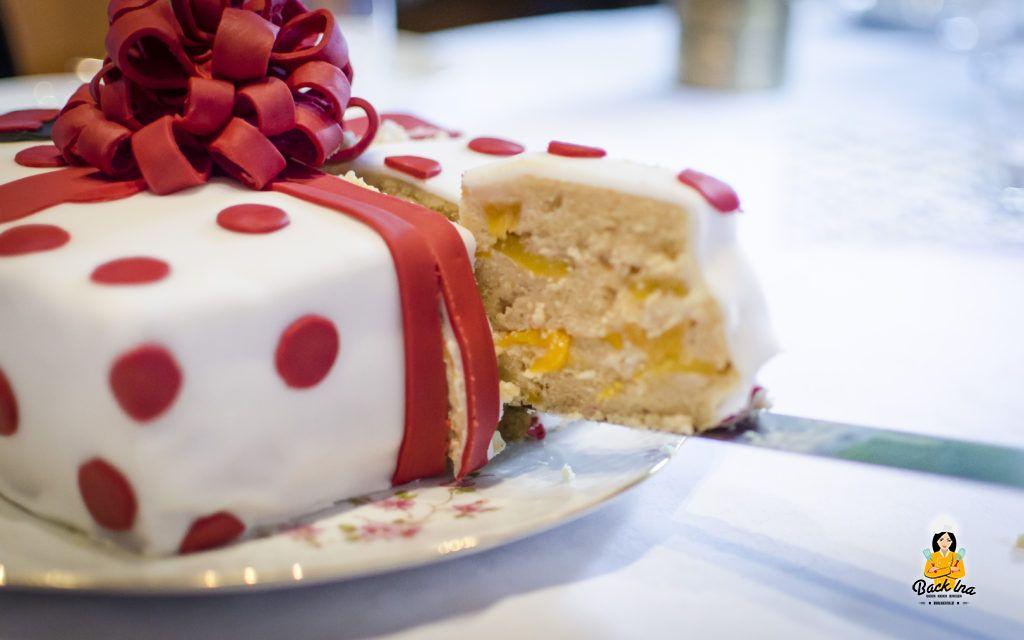 Buttercreme-Torte mit Aprikosen