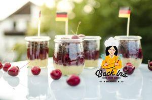 Schwarz rot goldenes Dessert zur EM: Schoko Kirsch Dessert im Glas