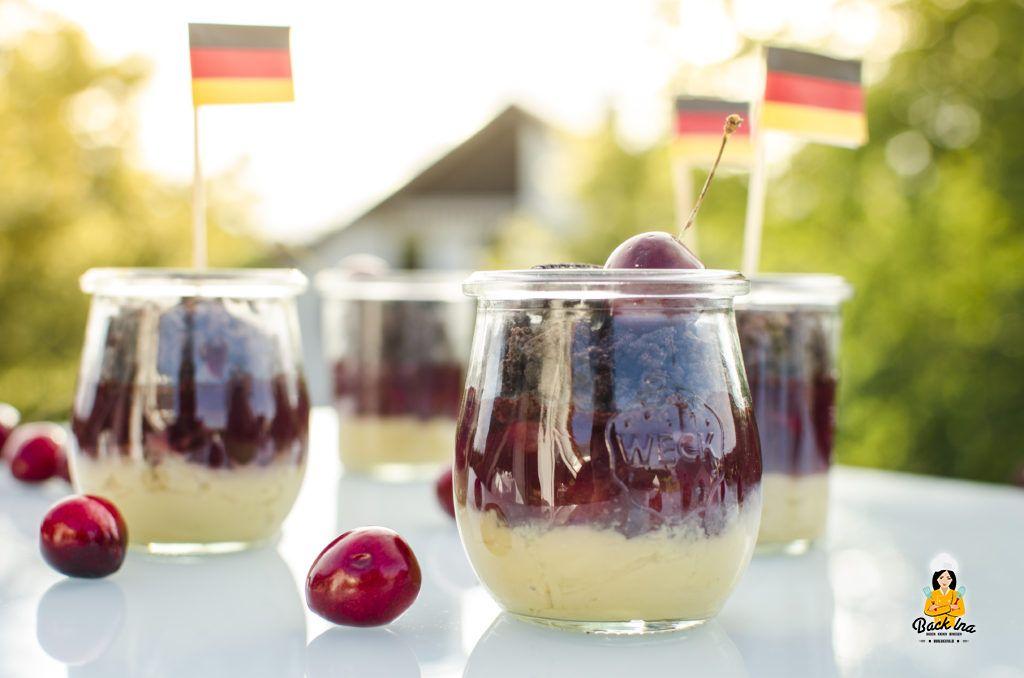 Schoko Kirsch Dessert in den Deutschlandfarben zur EM oder WM