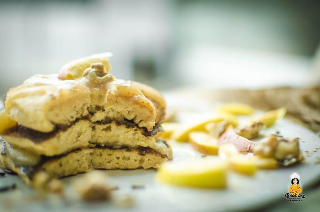 Flaumig und saftig: Herbstliche Apfel Pancakes mit Apfel im Teig