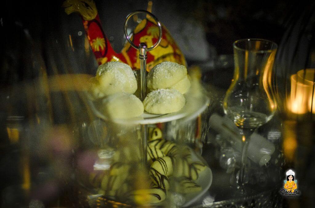 Orientalische Dattelplätzchen und Ras el Harnout Kipferl als Dessert beim orientalischen Abend