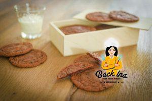 Leicht rötliche Chocolate Chip Cookies: Super saftig und chewy!
