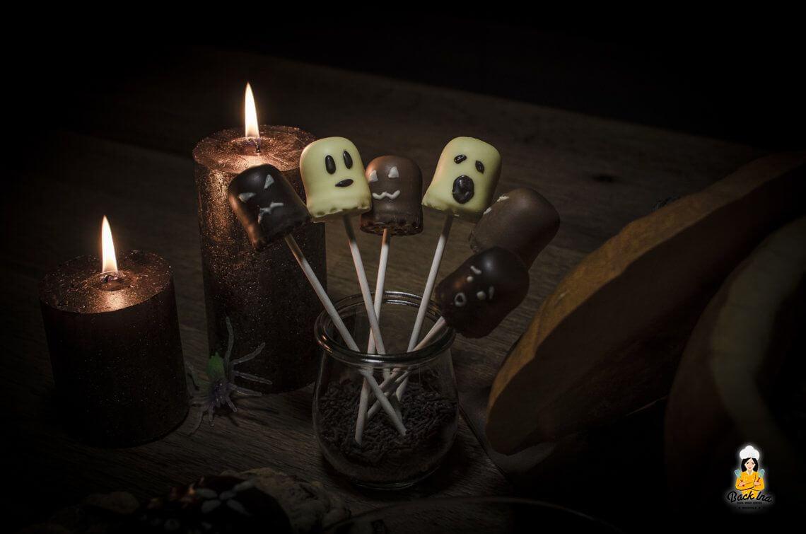 Geister am Spieß zu Halloween