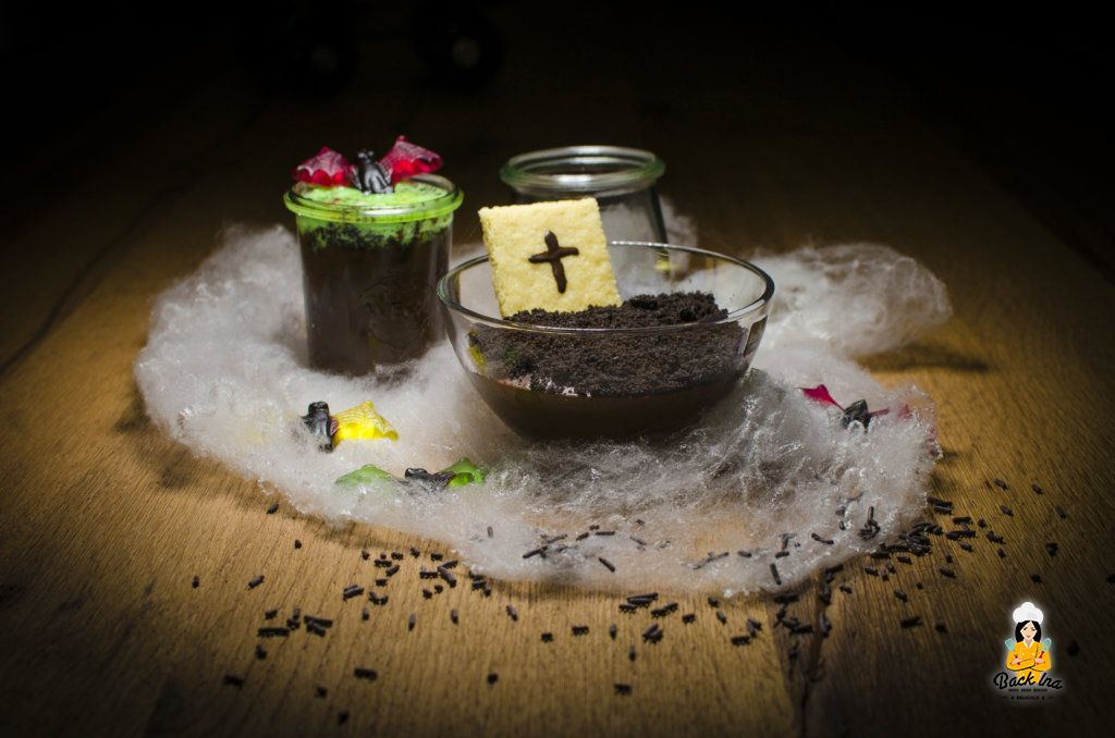 Halloween Desserts schnell und einfach: Pudding Gräber und schimmeliger Pudding