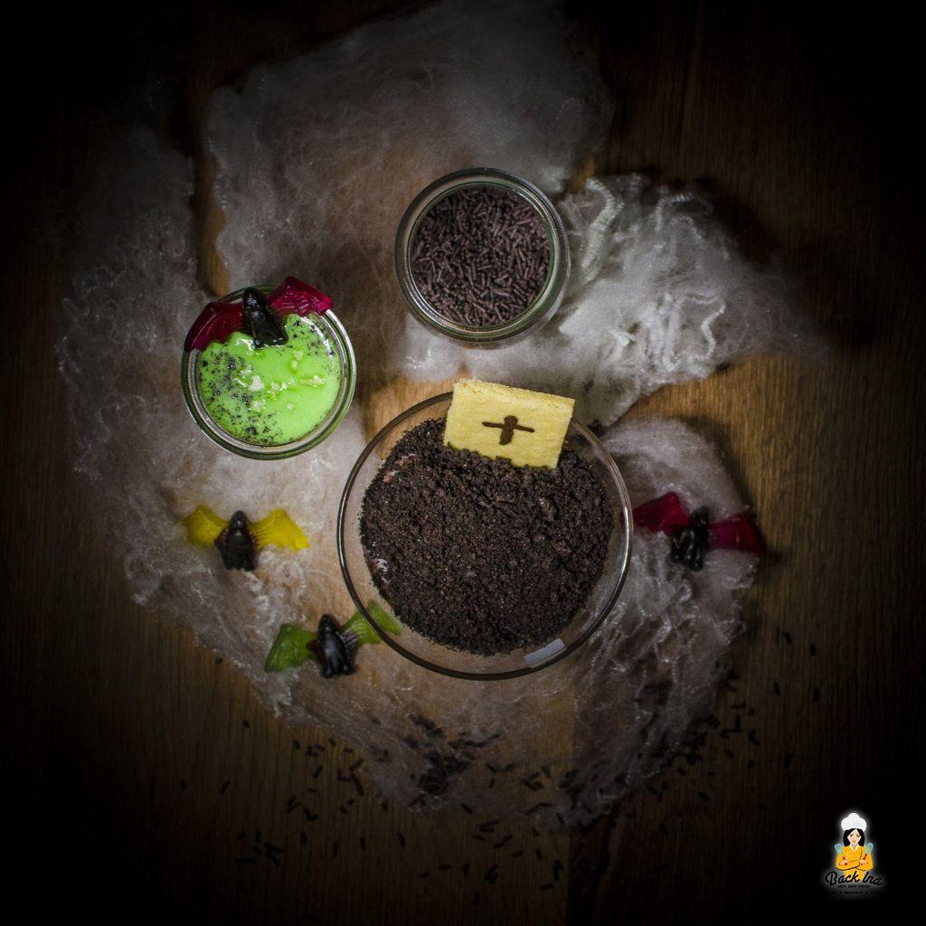 Gruselige Idee fürs Halloween Buffet: Pudding Gräber und Schimmeliger Pudding als Dessert
