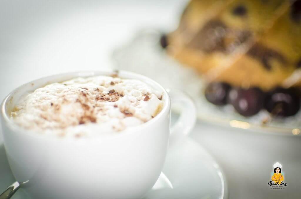 Eine gute Tasse Cappuccino und Nutella Marmorkuchen: Einfach lecker!