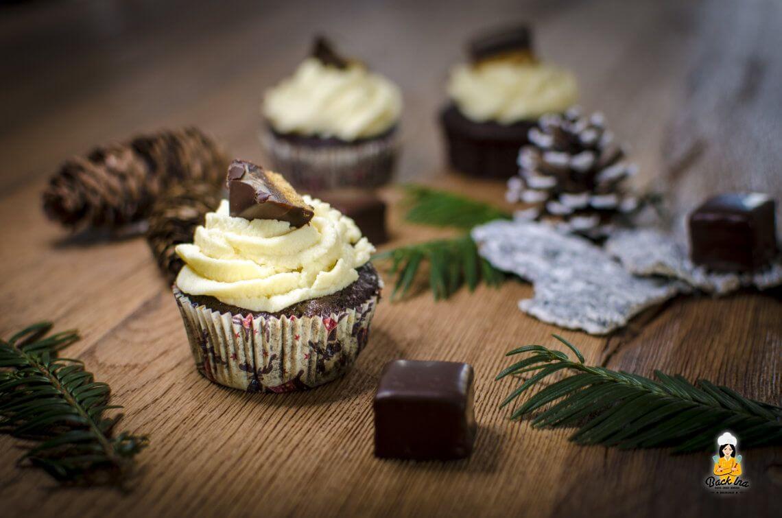Adventskaffee mit einem besonderen Gast (Dominostein Cupcakes)
