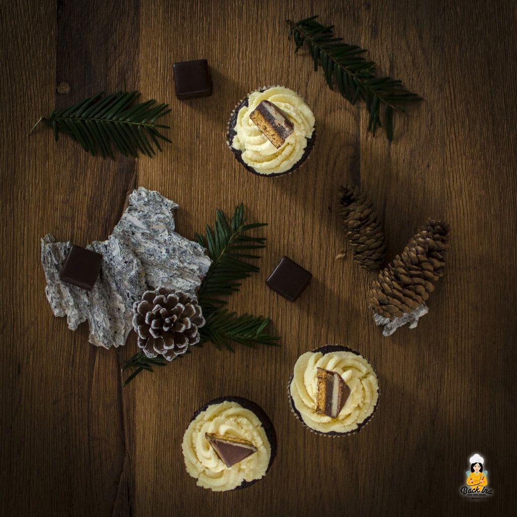Lecker zum Adventskaffee: Dominostein Cupcakes mit Lebkuchenteig und Marzipanfüllung