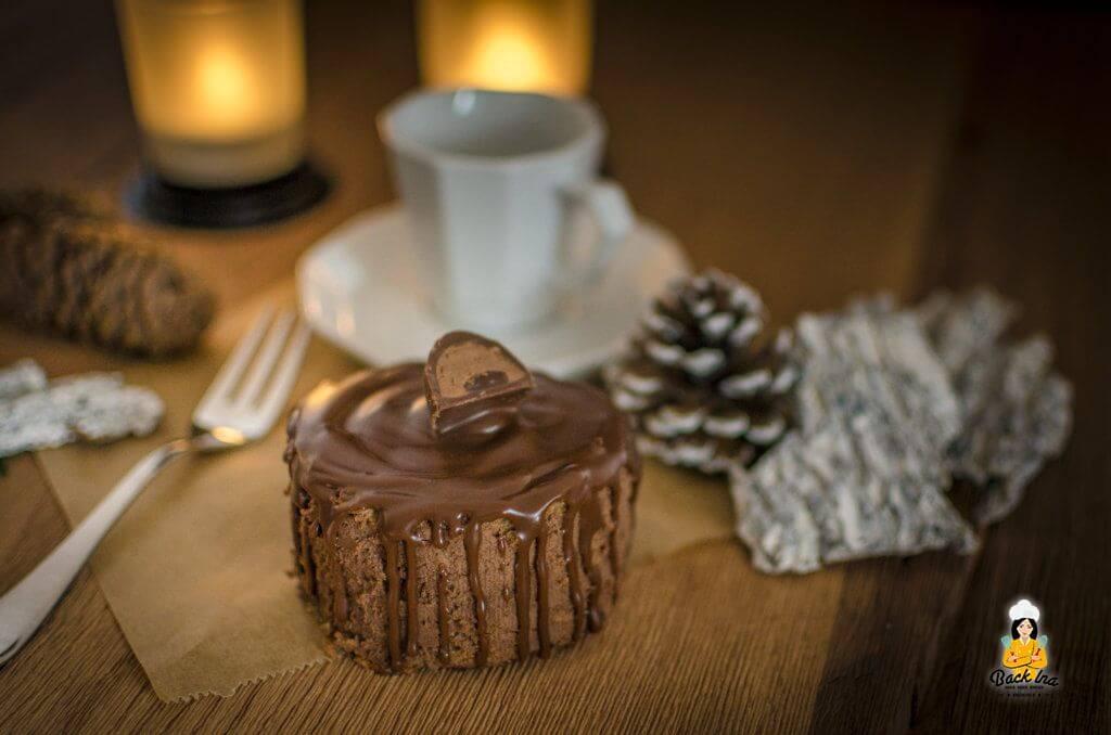 Cremige Mousse au Chocolat Füllung, knackige Schoko Glasur und weicher Sacher Teig: Das Mousse au Chocolat Törtchen schmeckt sündhaft lecker für Chocoholics