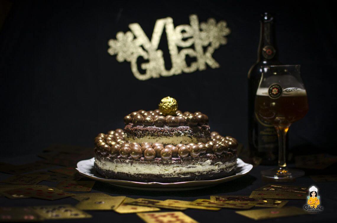 Prunkvoll ins neue Jahr (Silvestertorte: Schoko Naked Cake mit Bier)*