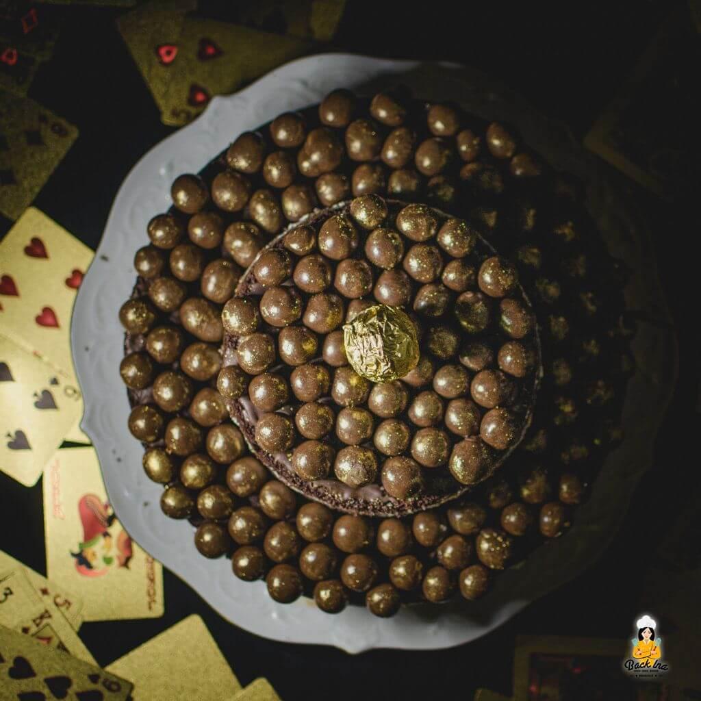Silvestertorte mal anders: Goldene zweistöckiger Naked Cake mit Bier im Teig