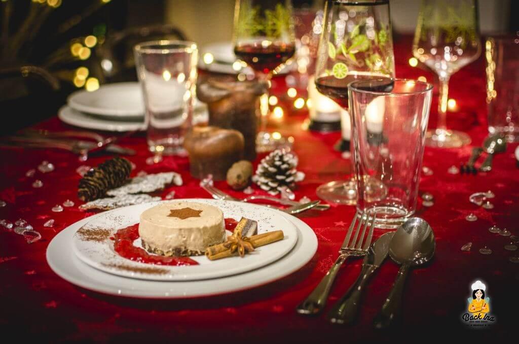 Edles Weihnachtsmenü mit festlicher Tafel