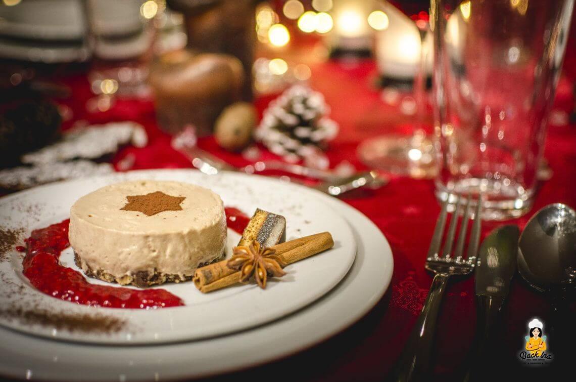 Weihnachtliches Nougat Mousse Törtchen mit heißen Himbeeren