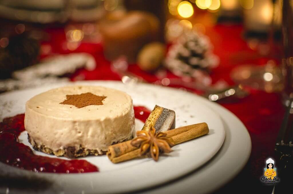 Edles Weihnachtsmenü: Als Dessert gibt es ein Nougat-Mousse-Törtchen mit heißen Himbeeren