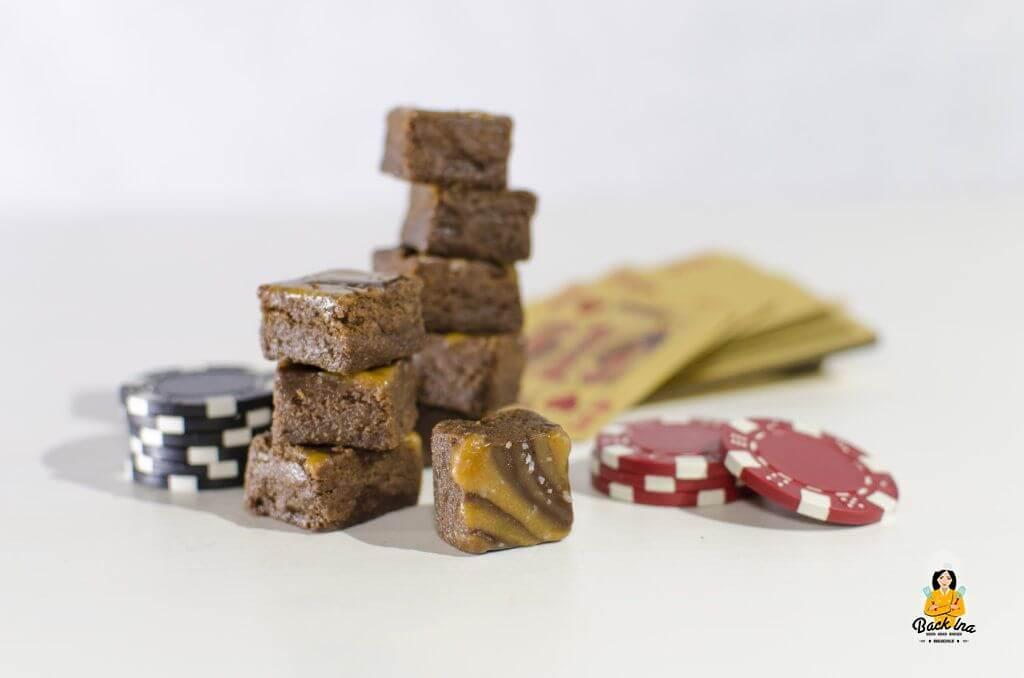 Cremiges Schoko Karamell Fudge aus Milchmädchen, Schokolade und Karamellbonbons: Ideale Resteverwertung für Schokolade, z.B. von Weihnachten