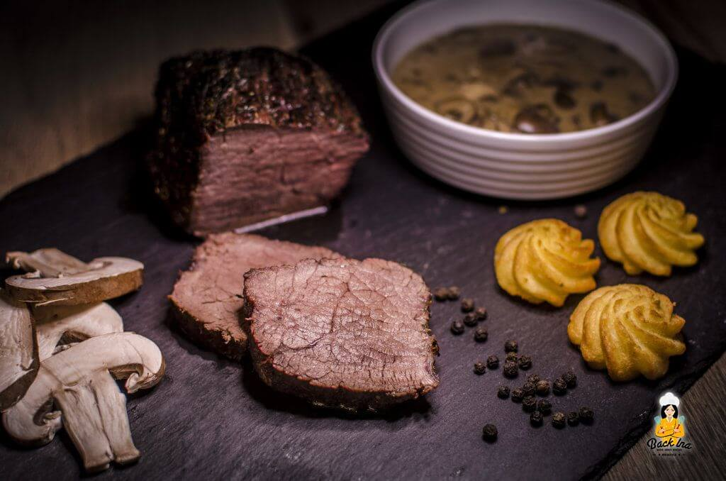 Rinderbraten vom Grill mit Pilz-Weinbrand-Sauce: Ein Rezept aus Webers Wintergrillen