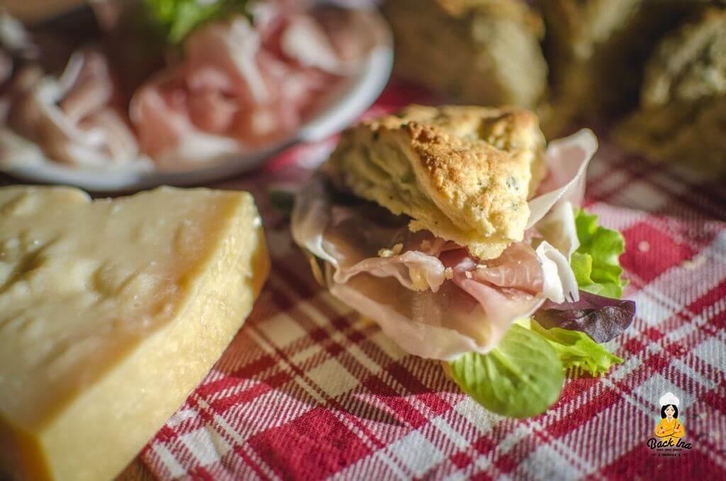 Herzhafte Scones mit Käse und Schinken - Fingerfood für Gäste