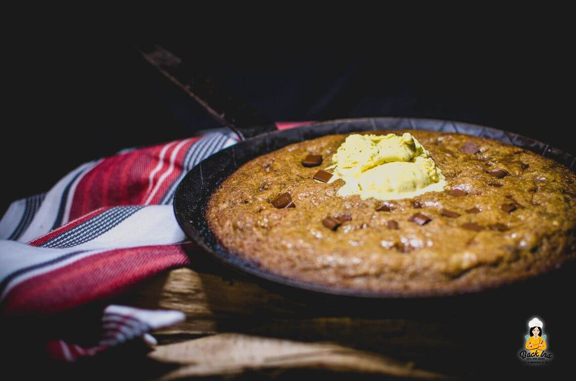 Bigger, better, Skillet Cookie (Riesen Chocolate Chip Cookie aus der Pfanne)