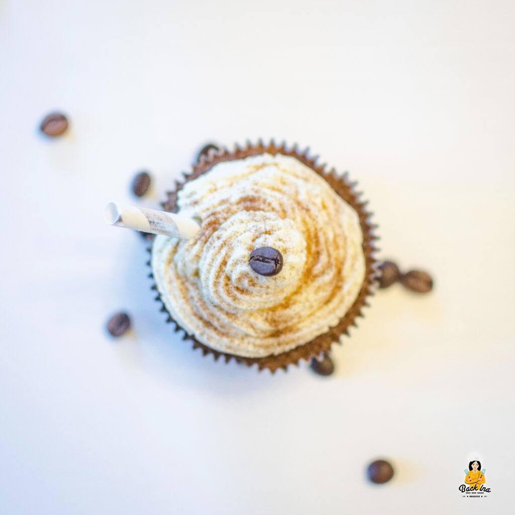 Cupcakes a la Latte Macchiato mit Kaffee im Teig und einer Milchcreme als Topping