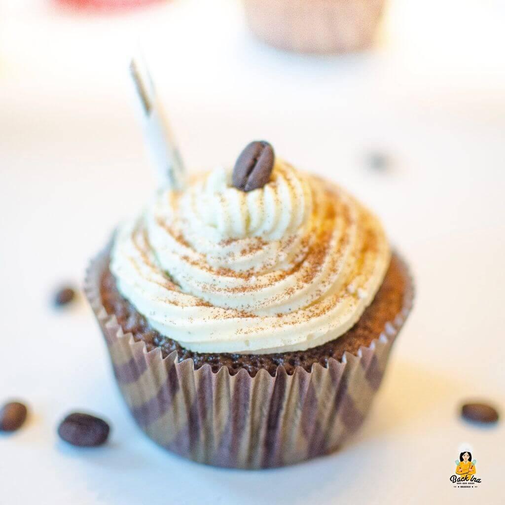 Latte Macchiato Cupcakes: Perfekt zum Kaffee - Kaffee im Teig und eine lockere Milch-Vanillecreme als Topping
