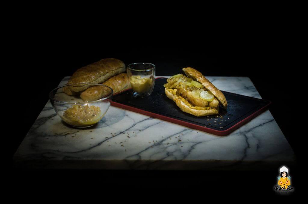 Hot Dog meets fränkische Bratwurst: Selbstgemachte Hot Dog Brötchen mit Bratwurst und Zwiebelchutney