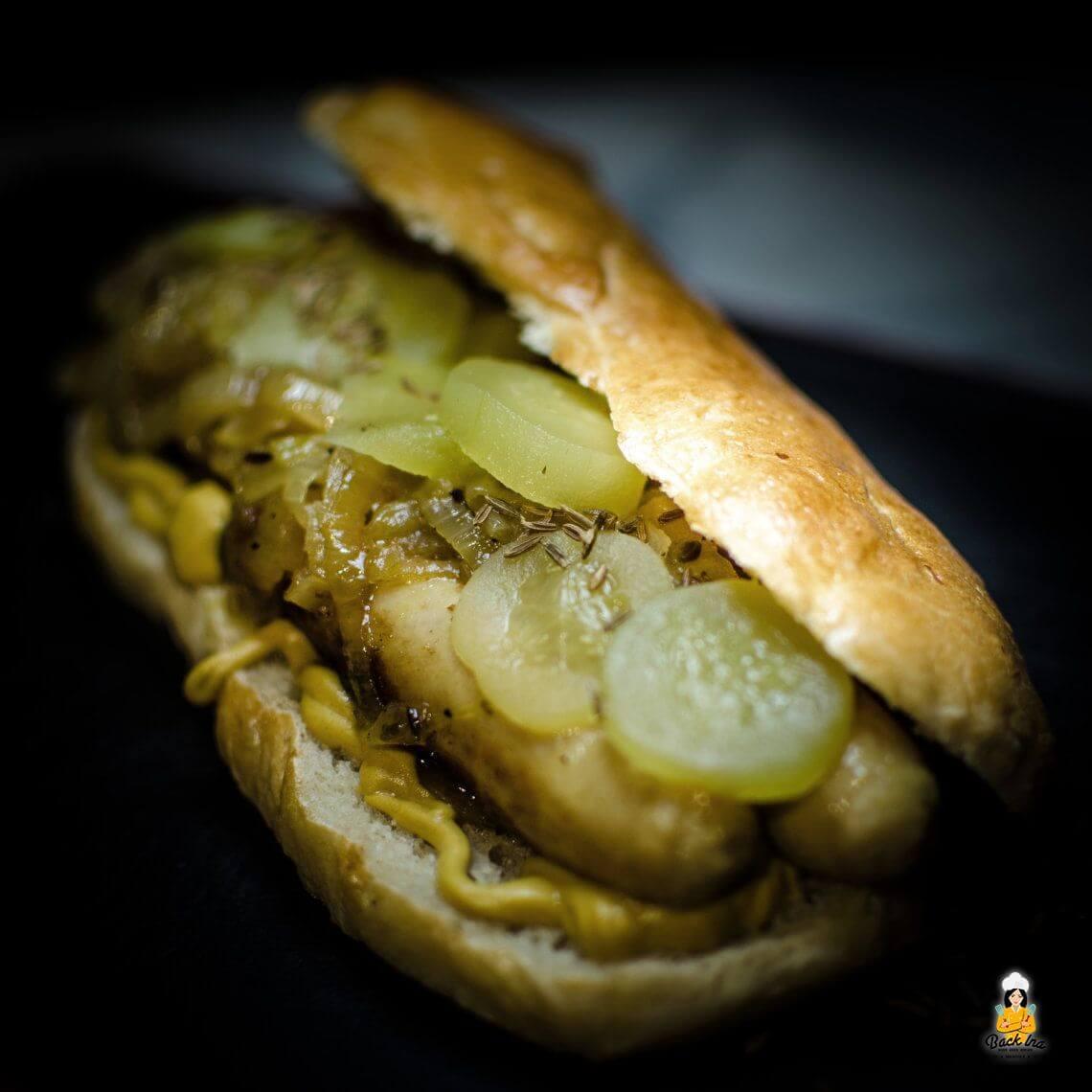 Polarisiert (Fränkischer Hot Dog mit selbstgemachten Buns)