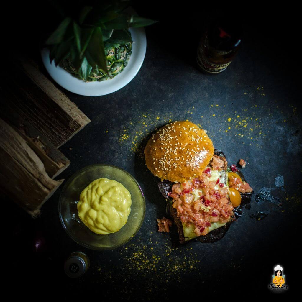 Saftiger Chicken Burger mit Ananas Chutney: Leckerer geht es nicht!