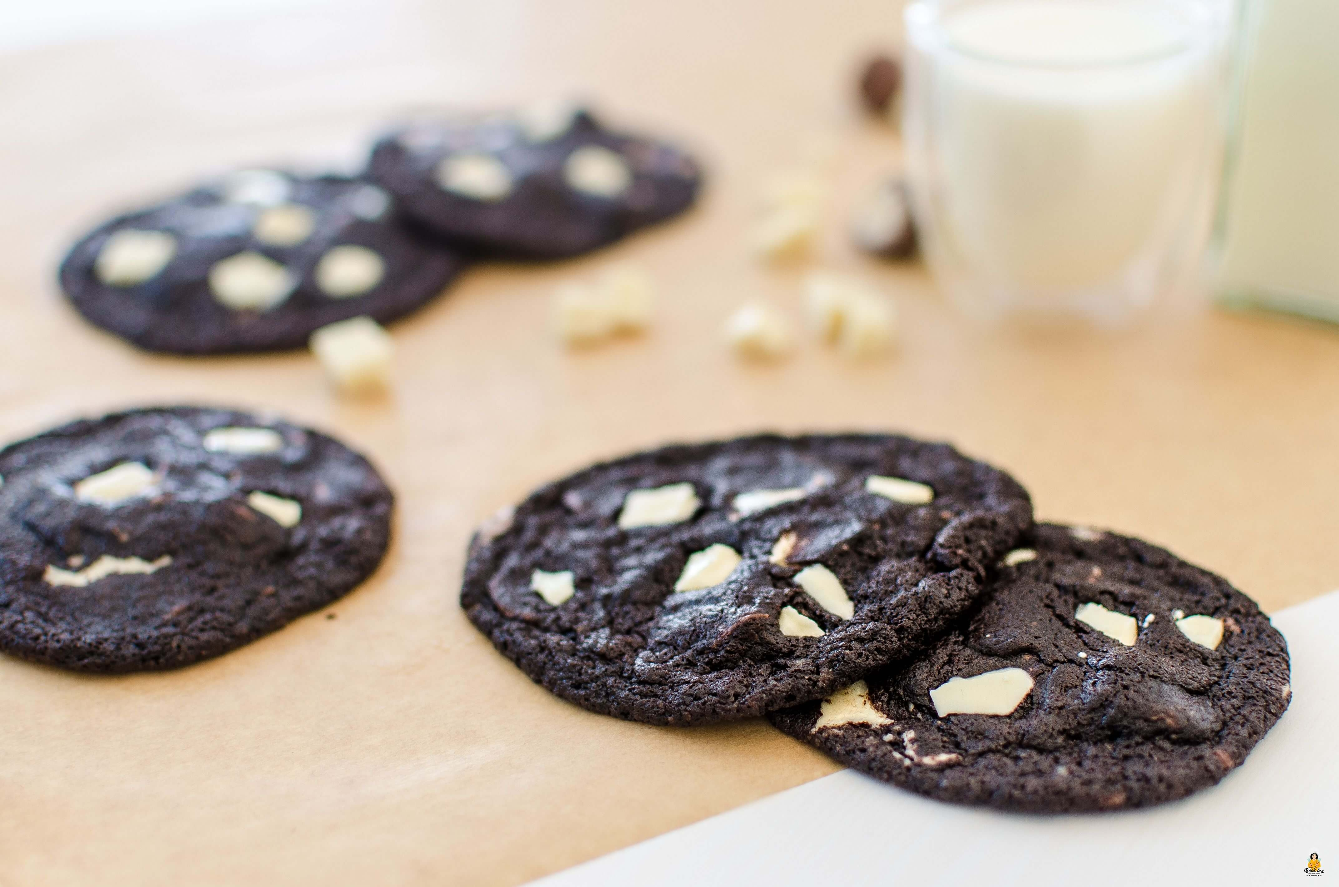 Double Chocolate Cookies mit dunklem Teig und weißer Schokolade | Backina.de