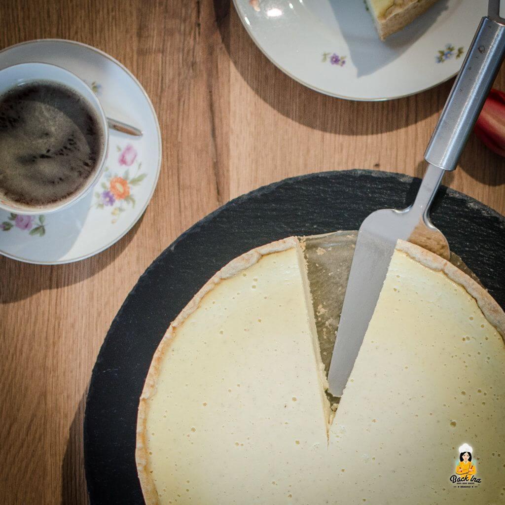 Cremiger Käsekuchen mit einer Füllung aus Sahnequark und Milch - cremig und vollmundig. So wie ein Käsekuchen sein sollte!