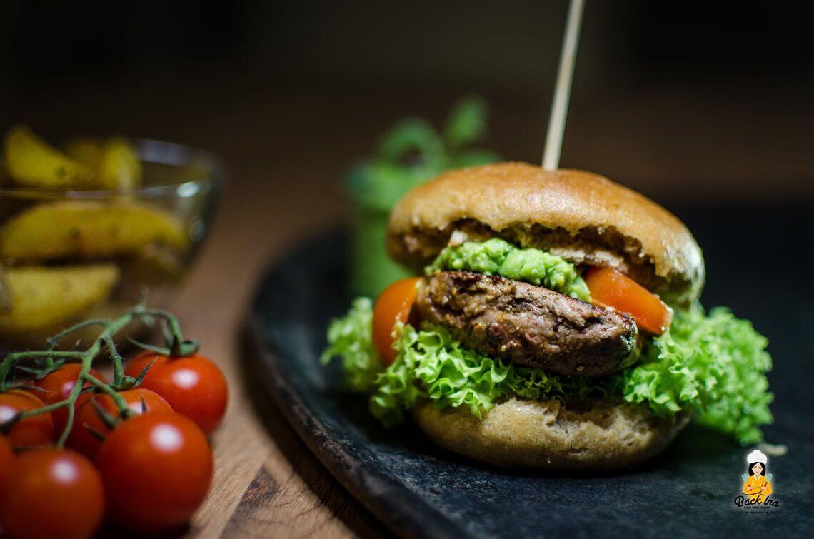 Frühlingsburger (Lamm-Burger mit Minz-Erbsencreme)
