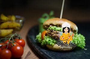 Lamm-Burger mit Erbsen-Minzcreme und selbstgemachten Roggen-Vollkornbuns: Frühlingsburger par excellence