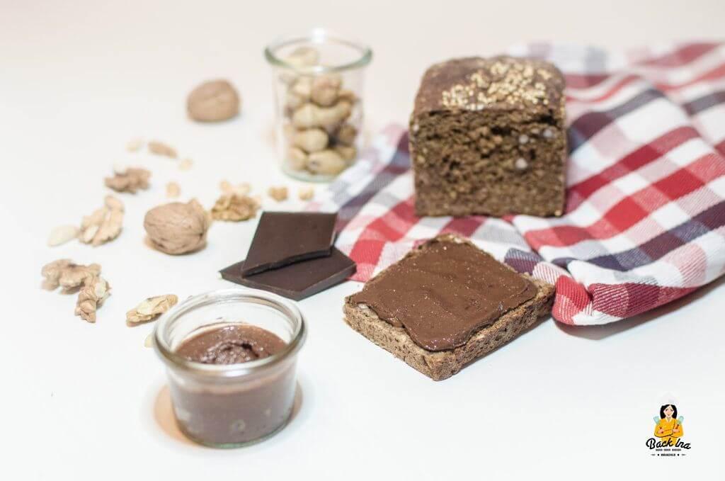 Schokolade und Nüsse - kaum mehr braucht ihr, um Nutella selber zu machen