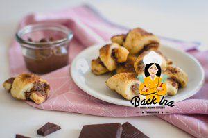 Leckere Mini Nougat Hörnchen mit Frischkäse im Teig - auch genannt Rugelach. So zart und lecker!