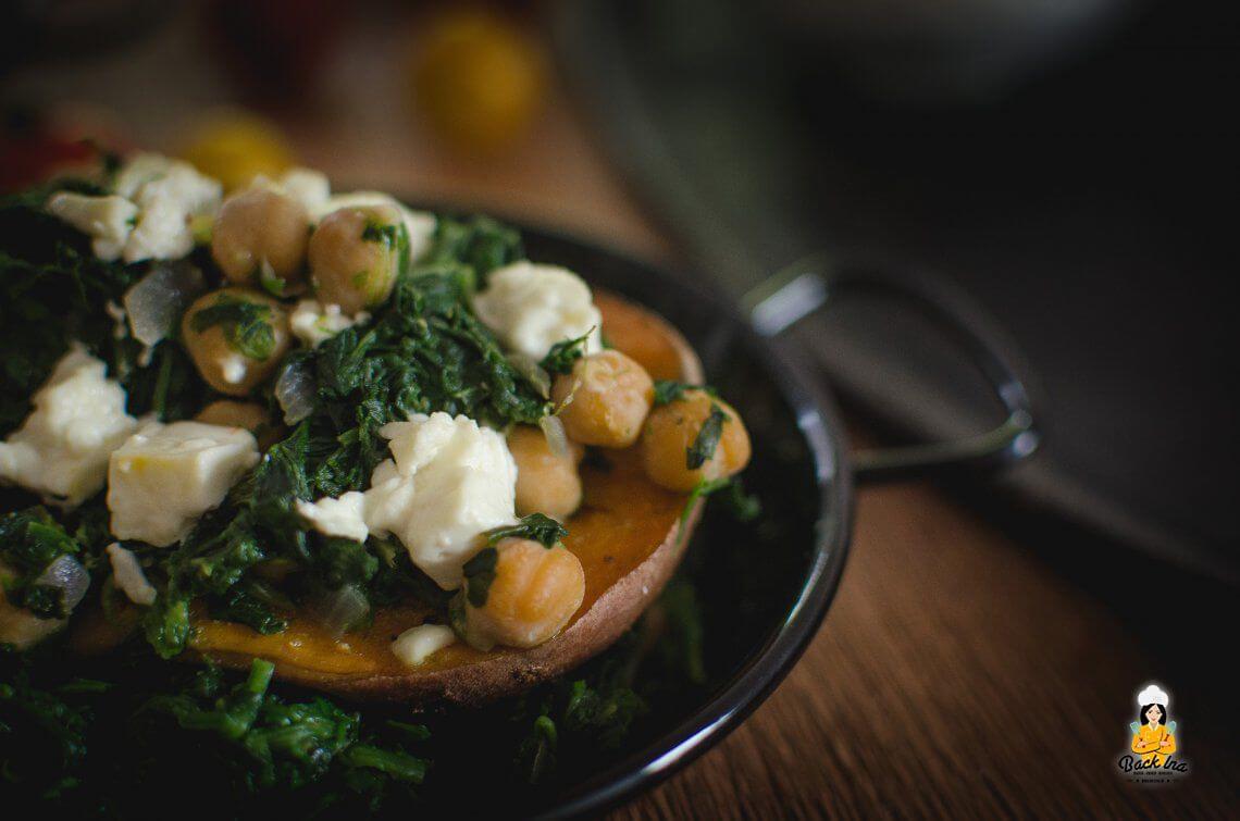Vegetarische Resteverwertung (Ofen Süßkartoffel mit Spinat und Feta)