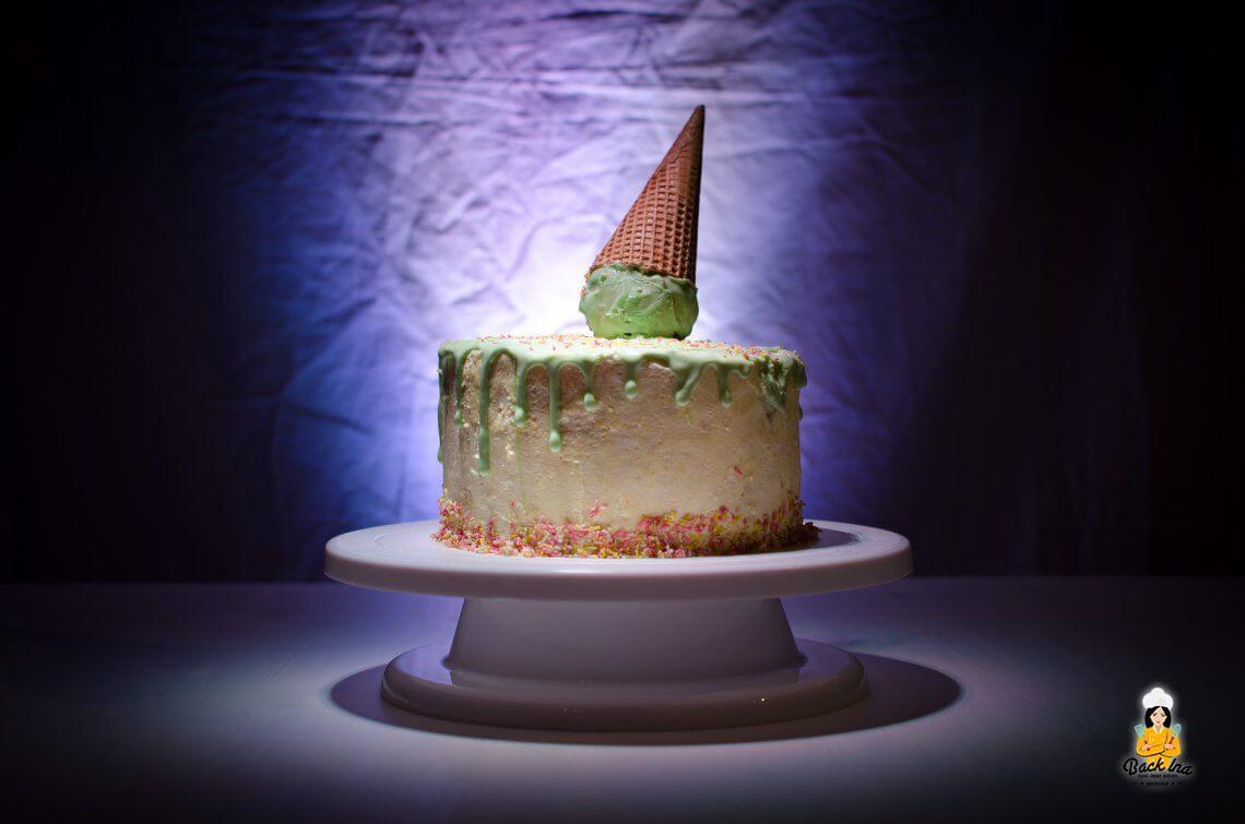 Torte oder Eiscreme? (Ice Cream Cone Dripping Cake)