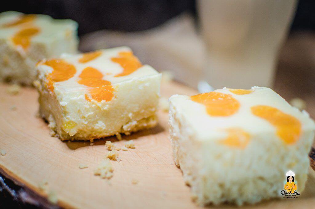 Faule Weiber Kuchen ist ein cremiger Käsekuchen vom Blech mit Mandarinen: Einfach, klassisch, lecker!