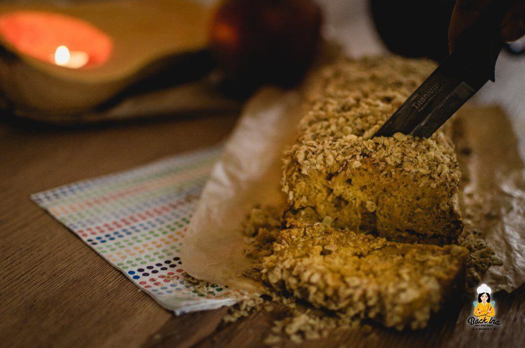 Gesunder Kürbiskuchen - Kürbisbrot mit Knusperstreuseln: Schnelles Rezept für Kürbiskuchen ohne Zucker und Fett