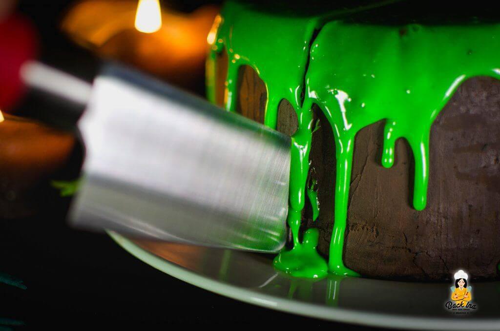 Halloween Drip Cake: Schneller Schleim Kuchen
