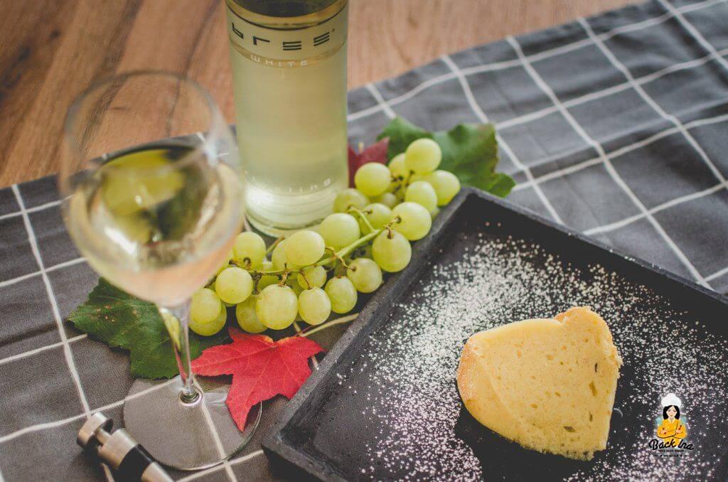 Saftiger Weißwein Gugelhupf: Getränkt mit Riesling von Bree Wein