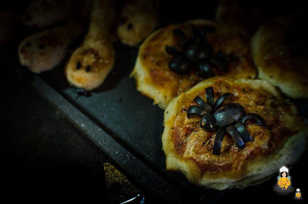 Spinnen Pizza und Schlangen Grissini zu Halloween: Herzhaftes Fingerfood für die Halloween Party