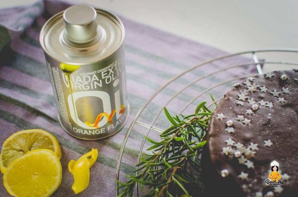Einfacher Rührkuchen mit Olivenöl und Zitrone im Teig