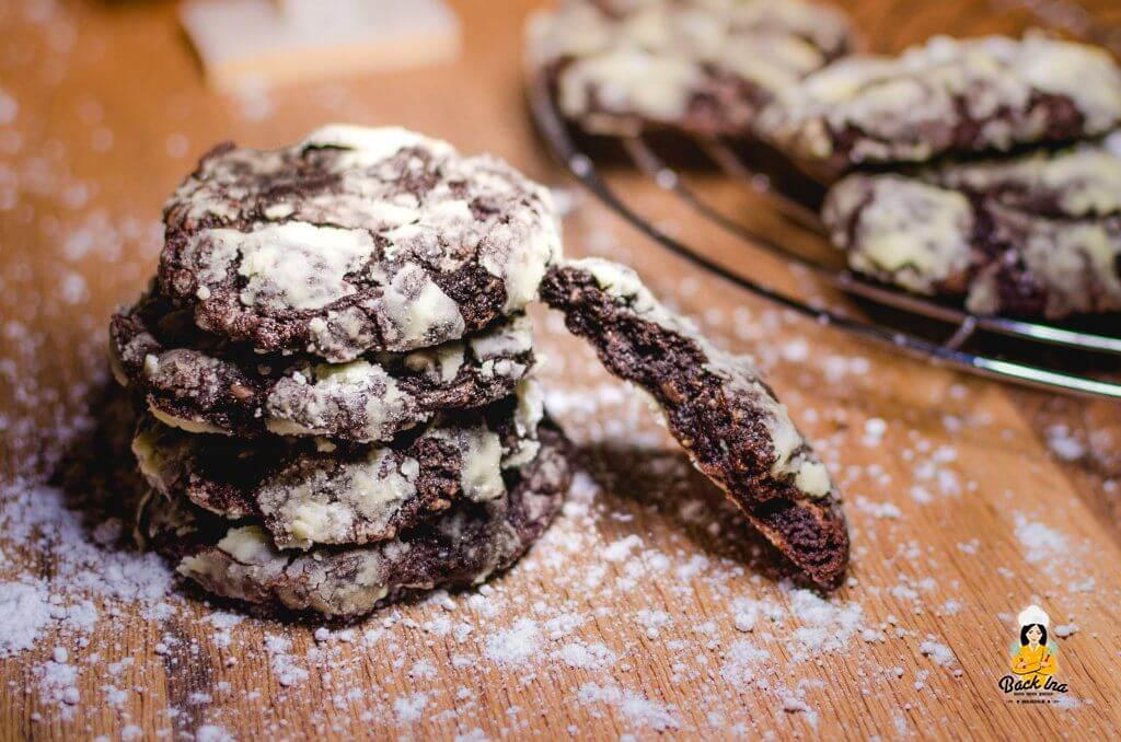 Crinkle Cookies, das sind weiche Subway Cookies in einer Hülle aus Puderzucker: Schokoladig und Weihnachtlich