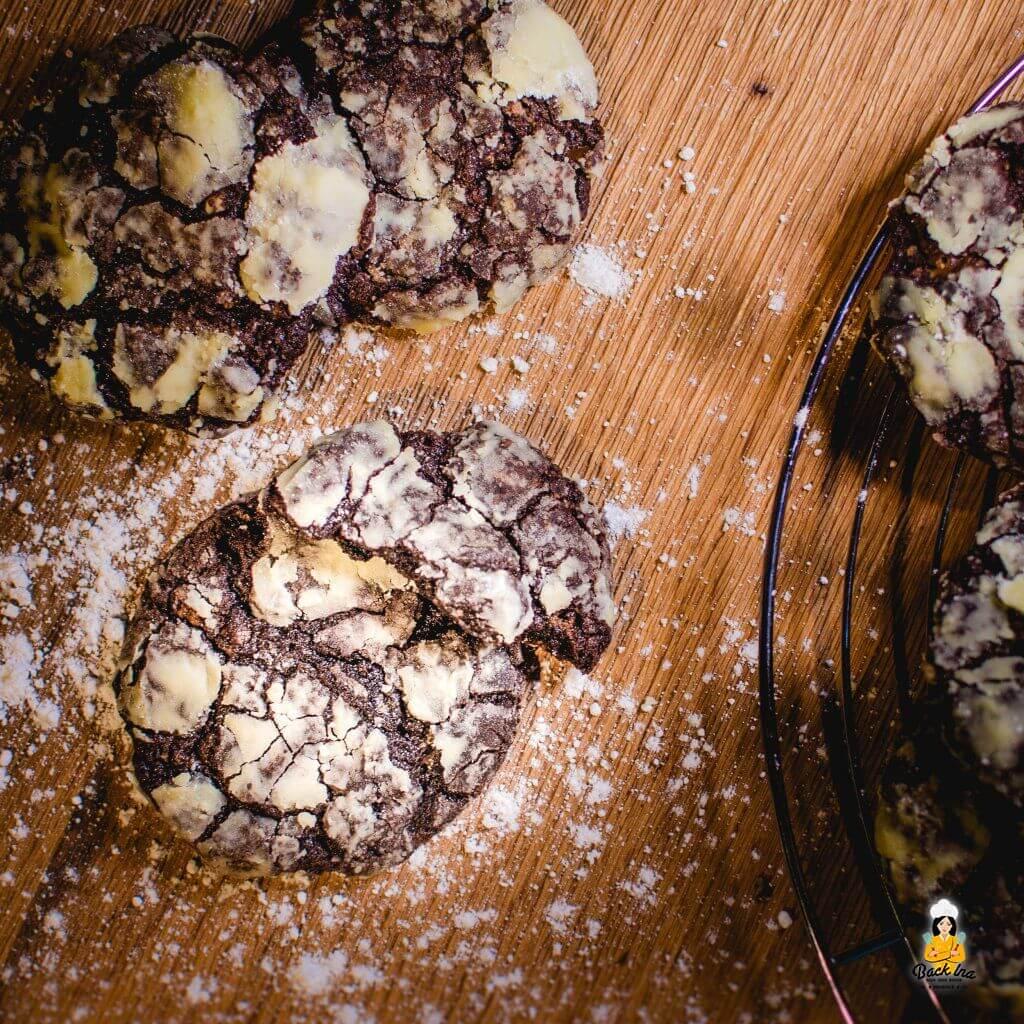 Schoko Cookies zu Weihnachten: Crinkle Cookies, also weiche Schokocookies mit Puderzucker Überzug