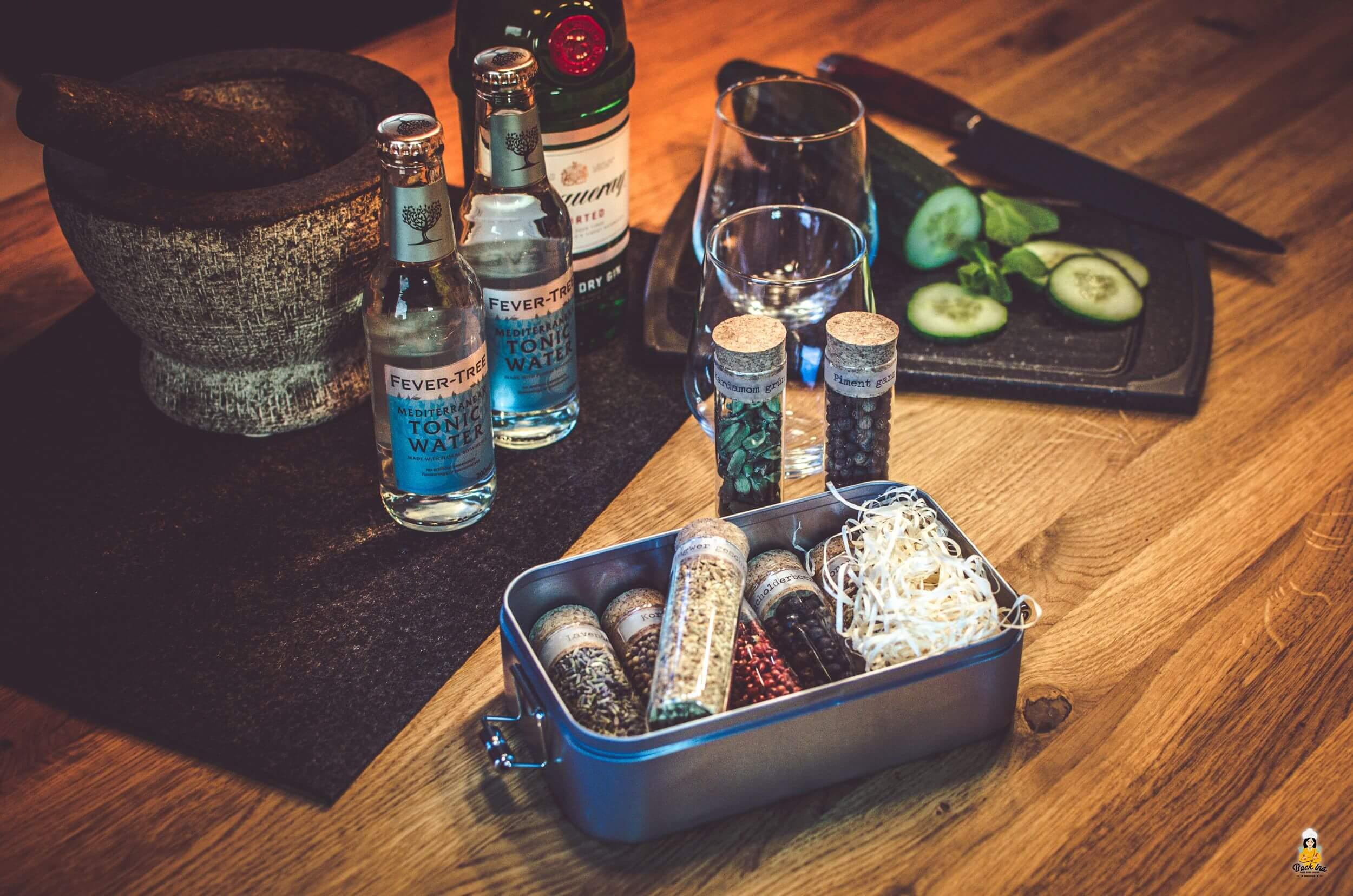 So veranstaltest du ein Gin Tasting zu Hause mit Botanicals | BackIna.de