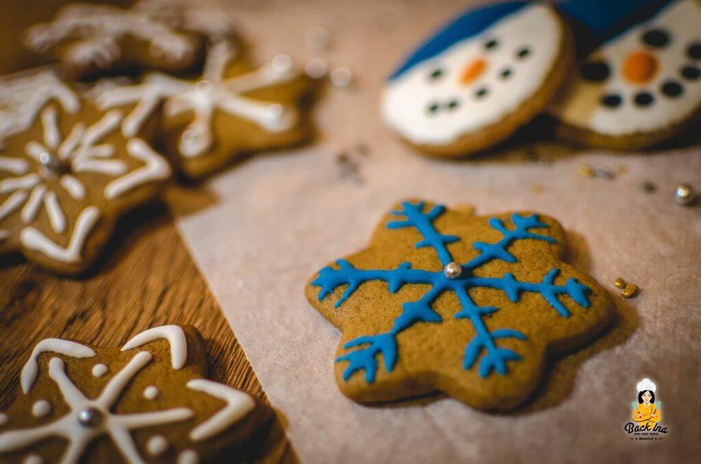 Plätzchen zu Weihnachten mit Royal Icing verzieren